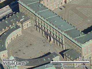 See the Royal Palace in Bird's eye view